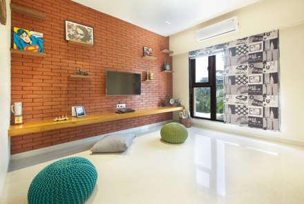 Bachelor Pad: minimalistic Bedroom by Urbane Storey