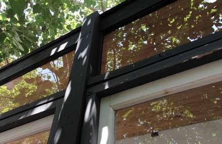 Ventanas de madera de estilo  por Crescente Böhme Arquitectos