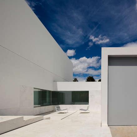 mediterranean Garage/shed by FRAN SILVESTRE ARQUITECTOS