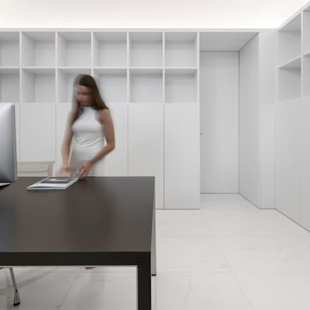Casa entre la Pinada: Estudios y despachos de estilo mediterráneo de FRAN SILVESTRE ARQUITECTOS