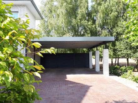 Garajes abiertos de estilo  de Schmiedekunstwerk GmbH