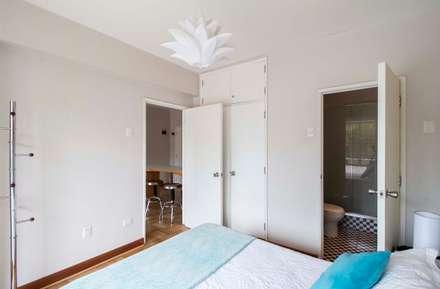 Departamento Santa Lucía: Dormitorios de estilo moderno por Crescente Böhme Arquitectos