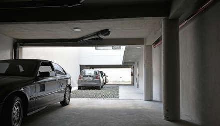 Estacionamiento: Casas multifamiliares de estilo  por ARM Arquitectos