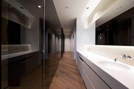 modern Dressing room by Design Tomorrow INC.
