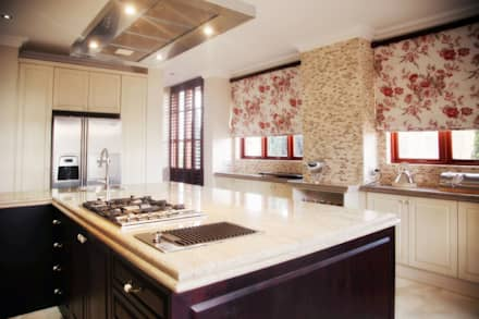 Bluevalley Estate: classic Kitchen by Vision Tribe