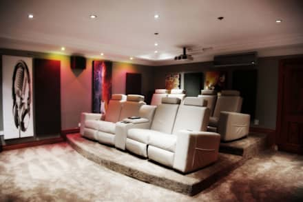 Bluevalley Estate: classic Media room by Vision Tribe