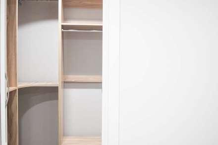modern Dressing room by 디자인스튜디오참