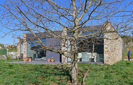 Vivienda en Bustelo: Casas unifamilares de estilo  de AD+ arquitectura