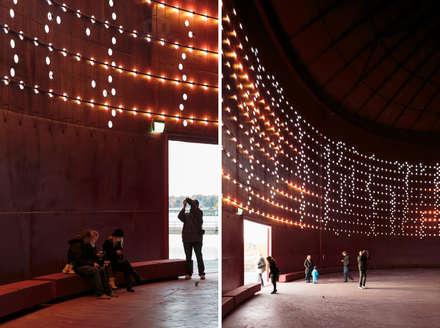 Centros de exhibición de estilo  por Ro Lighting Design