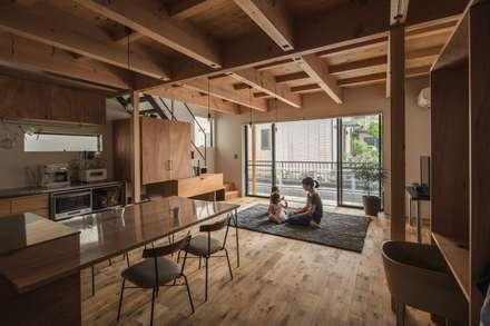 غرفة المعيشة تنفيذ ALTS DESIGN OFFICE