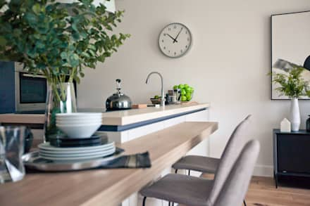 Worts Causeway Show Home: classic Dining room by Sara Slade Interiors