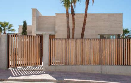 Fachada: Jardines de estilo moderno de Rardo - Architects