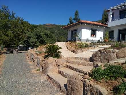 Vista jardim: Jardins clássicos por Arkhimacchietta Atelier