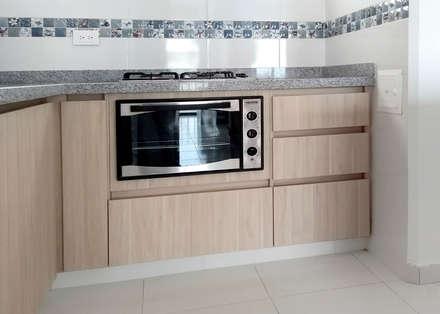 Área de cocción: Cocinas integrales de estilo  por Remodelar Proyectos Integrales
