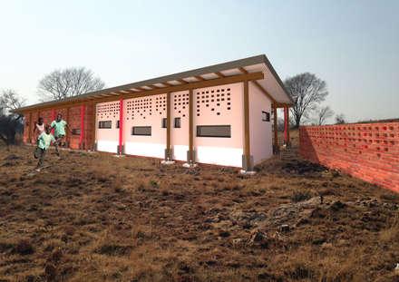Cliniche in stile  di A4AC Architects