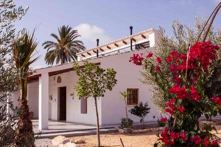Casa Castell: Casas de estilo rural de Francisco Pomares