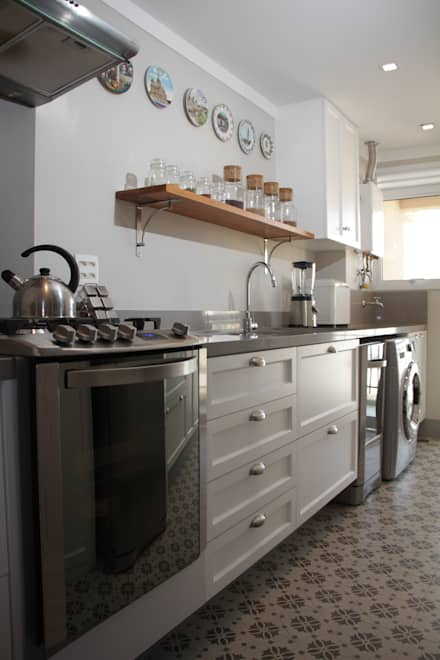 Built-in kitchens by Arquitetura Ideal