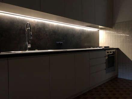 Cucina: Cucina attrezzata in stile  di Studio Forma