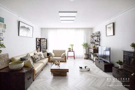 [30평]단 하나뿐인 나만의 공간 홈 인테리어 양재동파크사이드의 풀스토리 by 범블비디자인 30평대인테리어: 범블비디자인의  거실