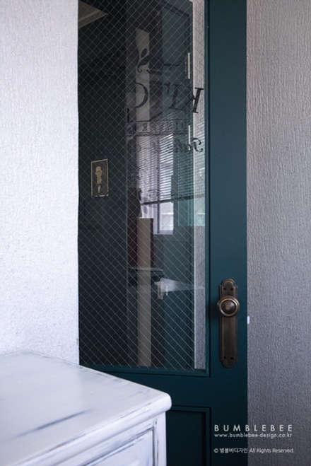 [30평]단 하나뿐인 나만의 공간 홈 인테리어 양재동파크사이드의 풀스토리 by 범블비디자인 30평대인테리어: 범블비디자인의  문