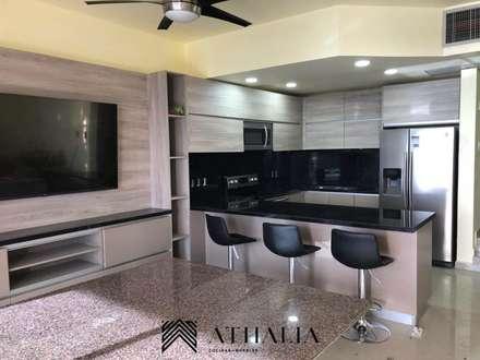 مطبخ ذو قطع مدمجة تنفيذ Athalia cocinas y Carpinteria