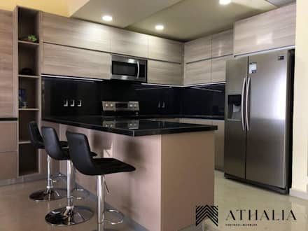 Kitchen units by Athalia cocinas y Carpinteria