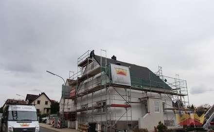 Telhados  por Dachdeckermeisterbetrieb Dirk Lange
