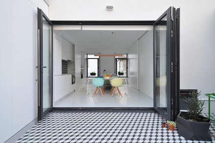 Depois, 2º piso: Habitações multifamiliares  por Pedro Cavaco Leitão, Arq.º
