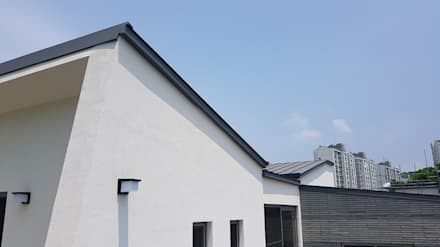Atap by 건축사사무소  CSU
