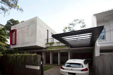 moderne Garage & Schuppen von WOSO Studio