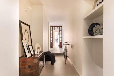 Corridor & hallway by Viú Architettura