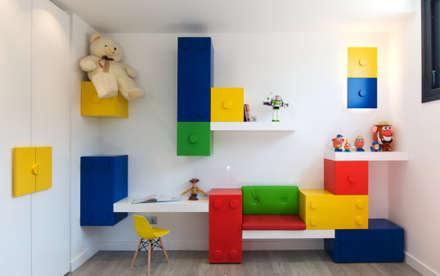 Vivienda Unifamiliar en Majadahonda: Habitaciones de niños de estilo  de Estudio Arinni S.L.