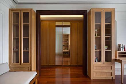 LP House:  Ruang Ganti by ARF interior