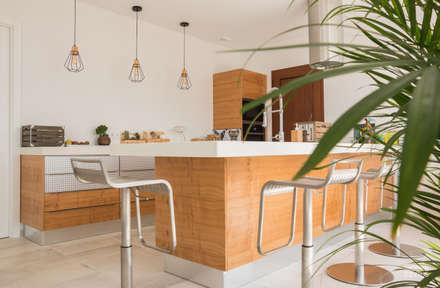 Vista Geral: Armários de cozinha  por Moderestilo - Cozinhas e equipamentos Lda