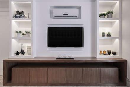 أجهزة إلكترونية تنفيذ Flavia Castellan Arquitetura
