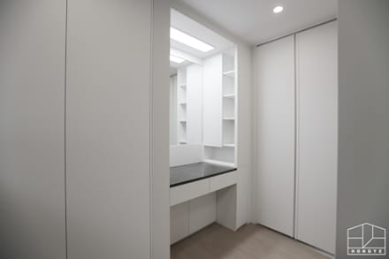 컬러로 포인트를 준 모던 인테리어, 안산 센트럴 푸르지오 39py _ 이사전: 홍예디자인의  침실