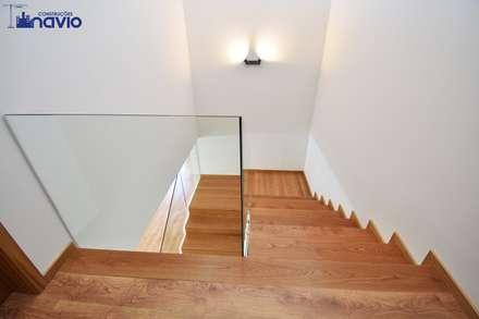 Stairs by Construções e Imobiliária Navio, Lda