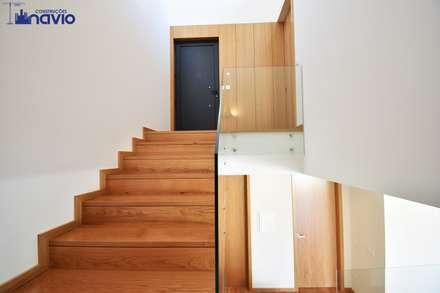 Lote 24 : Escadas  por Construções e Imobiliária Navio, Lda