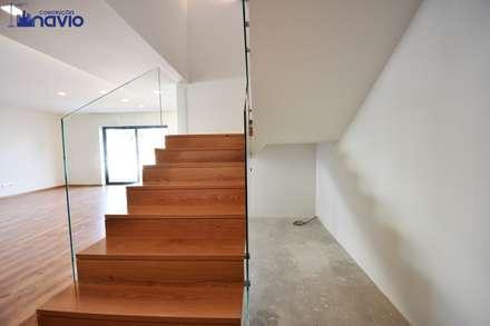 บันได by Construções e Imobiliária Navio, Lda