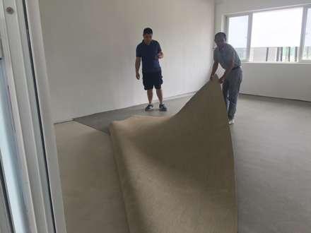 Sàn hữu cơ Marmoleum cho phòng học tại Trường Giao Thông Vận tải:  Phòng giải trí by Công Ty TNHH Thiết Bị Bảo Kim