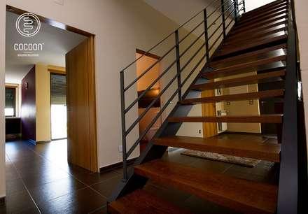 Moradia CR: Escadas  por COCOON
