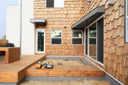 모래놀이터 마당: 주택설계전문 디자인그룹 홈스타일토토의  전원 주택