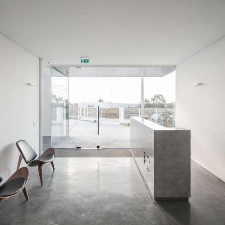 Edificios de Oficinas de estilo  por Guillaume Jean Architect & Designer