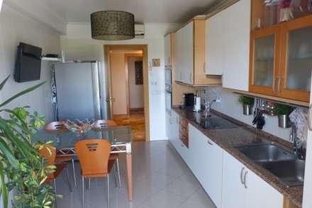 Apartamento T3 Alvalade: Cozinhas mediterrânicas por EU LISBOA