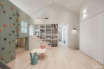 scandinavian Living room by 홍예디자인