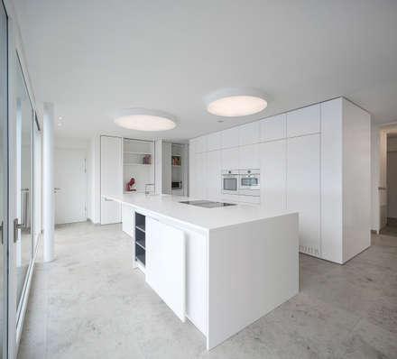 Küche Lackweiß matt :  Küchenzeile von Schmid Schreinerei GmbH & Co. KG