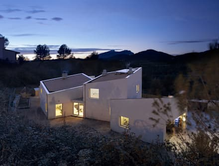 1403MM_Exterior y vistas: Casas ecológicas de estilo  de AlbertBrito Arquitectura