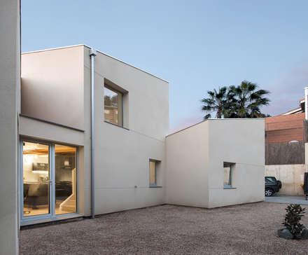 1403MM_Fachada posterior: Casas ecológicas de estilo  de AlbertBrito Arquitectura