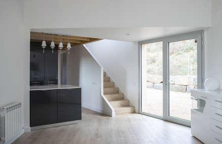 1403MM_Escalera: Escaleras de estilo  de AlbertBrito Arquitectura