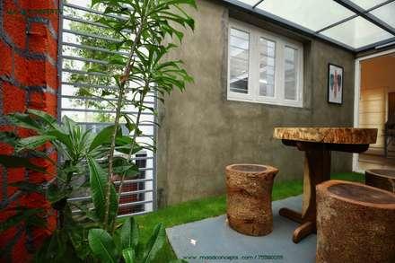 Laghetto da giardino in stile  di MAAD Concepts